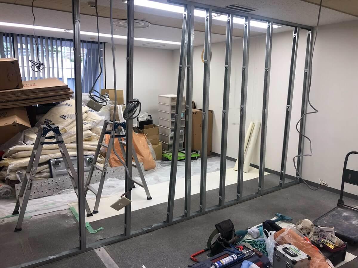 壁の撤去・設置・貼り替えなどの内装工事にかかる費用の目安